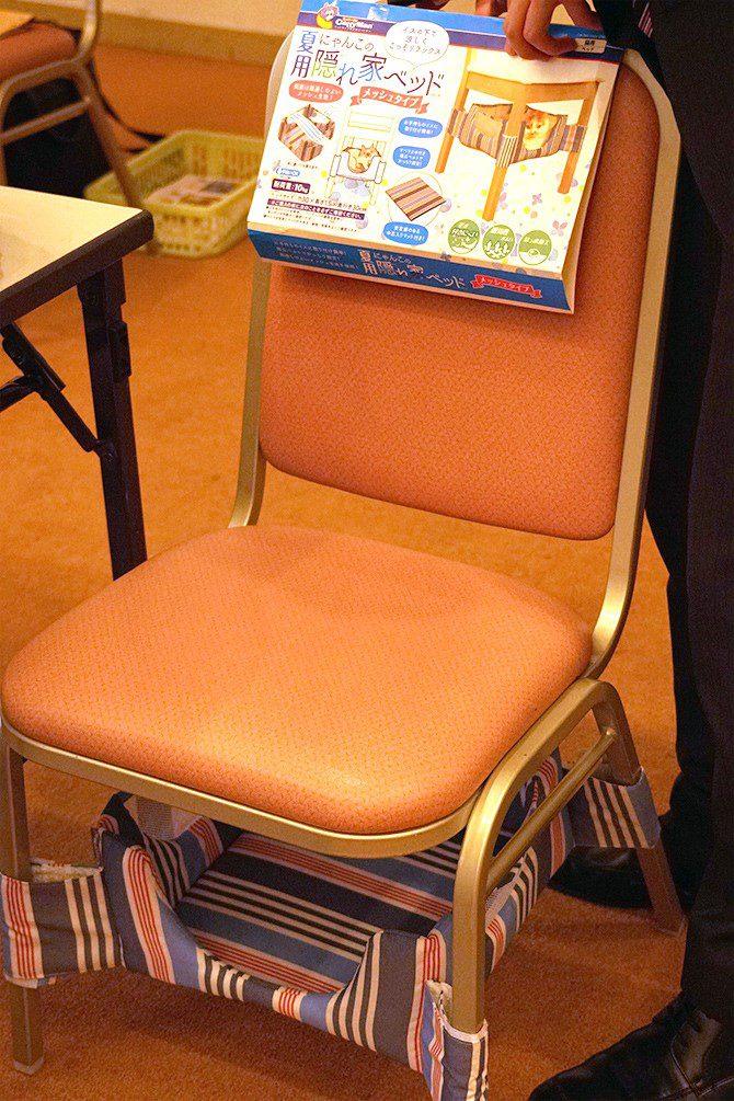 ペット用品内覧会 椅子の下にベッド1