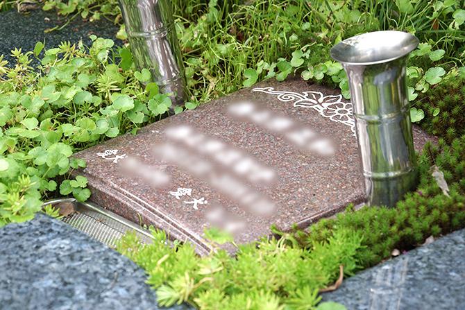 ペットと入れる樹木葬(納骨場所に設置された石版)